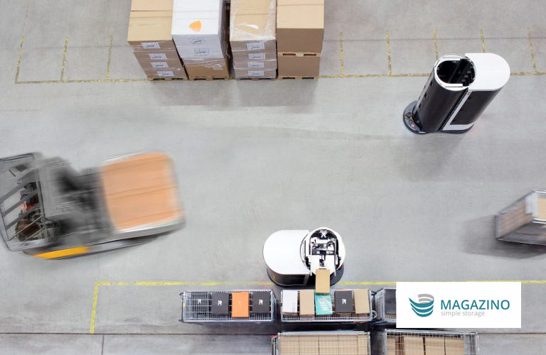 Magazino and Jungheinrich robots on the warehouse floor